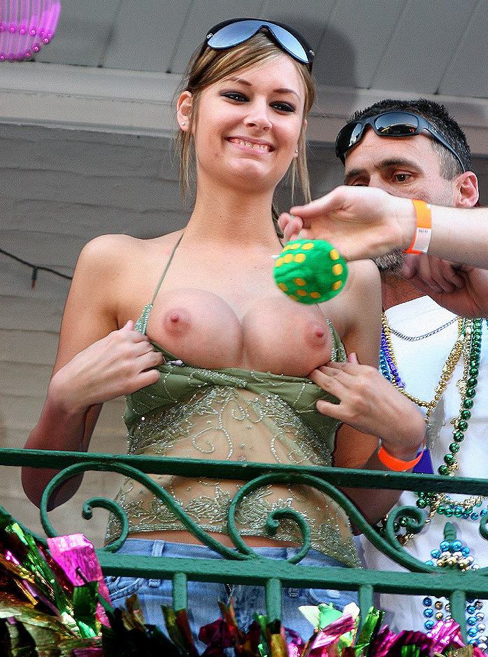 Free videos of girls flashing their tits at mardi gras