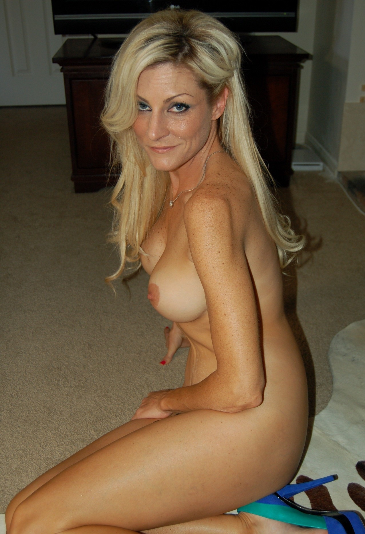 sexy-cougars-toplless-nude-pictures-of-girls-with-no-legs